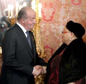 El monarca con la embajadora de Haití.