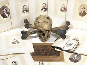 El cráneo electoral de Skull & Bones que sale a subasta.