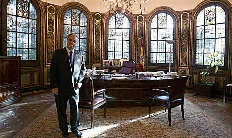 Enrique Múgica, Defensor del Pueblo, en su despacho. | José Aymá