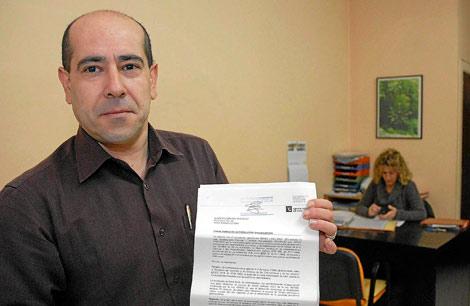 Xavier Rocamundi, con la denegación de su recurso en la mano.