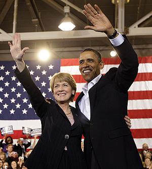 El presidente y la candidata demócrata, Martha Coakley, en un mitin el pasado 17 de enero. | AP