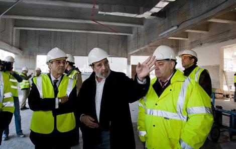 Alvaro Siza y el presidente de BBK , Mario Fernandez visitan las obras.   Iñaki Andrés