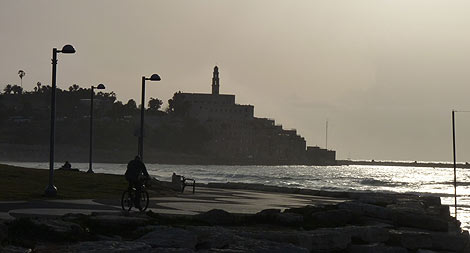 Vista de la ciudad vieja de Yafo desde el paseo marítimo de Tel Aviv. | P. R.