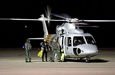 Uno de los helicópteros que ha participado en el operativo de búsqueda, en Almería. | Efe