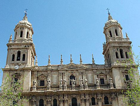 Dos torres presiden la fachada principal de la Catedral de Jaén. | Manuel Cuevas