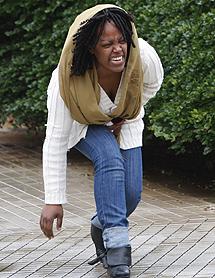Una mujer destrozada tras el accidente | AP