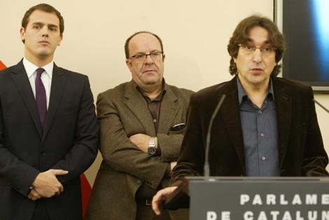 Rivera (C's), Luna (PP) y Pérez (PSC), en la presentación de los ponentes. | Domènec Umbert