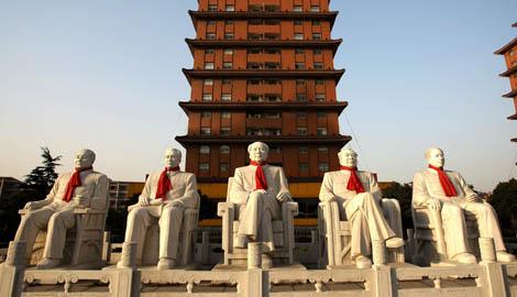 Estatuas de mármol de líderes comunistas chinos en Jiangyin. | Efe