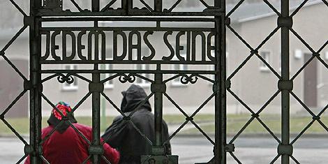 El cartel de entrada de Buchenwald.   AP