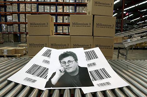 Fotografía del escritor Stieg Larsson el día que salió a la venta la tercera parte. | Diego Sinova