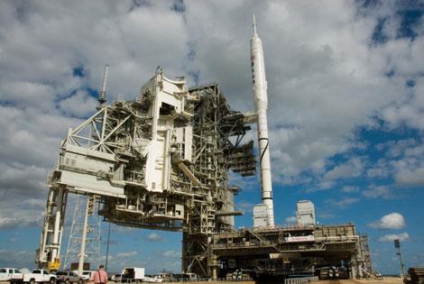 El cohete Ares I-X, en la rampa de lanzamiento de Cabo Cañaveral. | AP