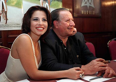La actriz Anna Ammirati y Tinto Brass en la presentación de 'Monella'.   Efe
