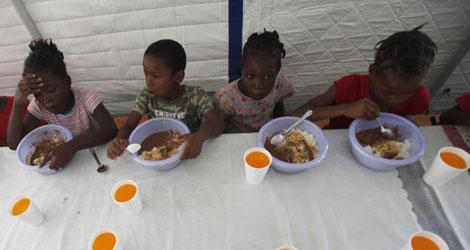 Niños haitianos que han perdido a sus padres en un orfanato. | Ap