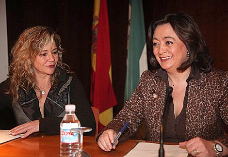 La consejera de Educación, Mar Moreno, (dcha.) fotografiada este jueves. | Fernando Ruso