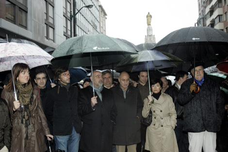 Mendia, Barreda, Oyarzábal, Pastor, Ares, Greaves y Azkuna durante la manifestación. | Mitxi