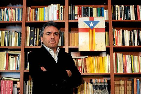 Santiago Espot posa en la sede de Catalunya Acció | Santi Cogolludo