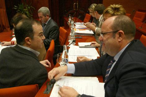 La comisión, esta mañana, durante las negociaciones. | Domènec Umbert