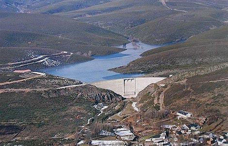 El resultado, el agua que aparece y desaparece 'misteriosamente', como muestra esta imagen tomadas en 2008.