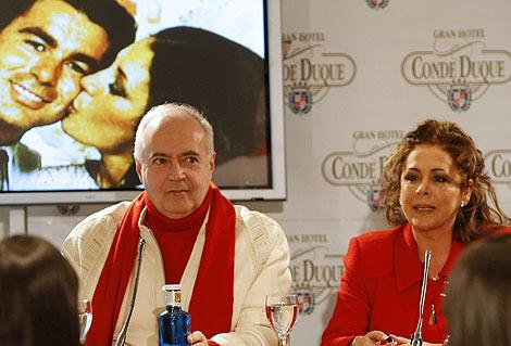 Isabel Pantoja y José Luis Moreno, durante la presentación en Madrid de 'Así es la vida. | Efe