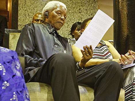 Mandela, durante su homenaje en el Parlamento, esta tarde. | Afp