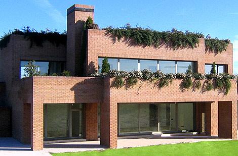 Fachada sur, con vistas al jardín, del futuro hogar de Kaká. | Elmundo.es