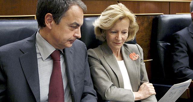 Zapatero y Salgado, en sus escaños.   Efe