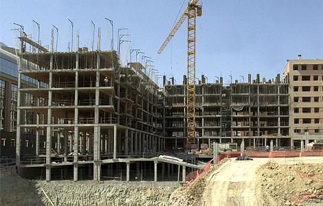 Bloques de pisos en construcción.   Javi Martínez