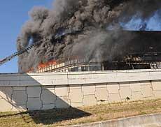 El edificio en llamas.   AP
