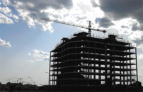 Imagen de archivo de un edificio en construcción en Madrid. | Antonio Heredia
