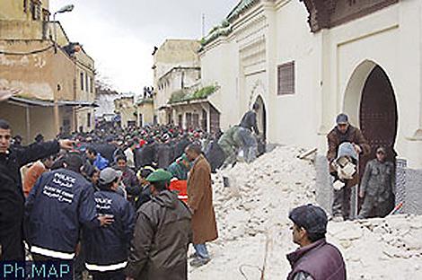 Los escombros dejados por el derrumbe de un minarete en Meknes (Marruecos). | Afp