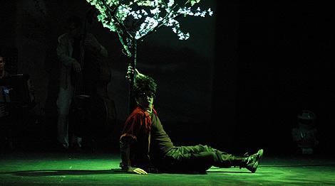 Escena de la obra puesta en escena por Rayuela.