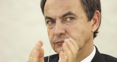 Zapatero aplaude durante el IV Congreso mundial contra la pena de muerte. | Reuters