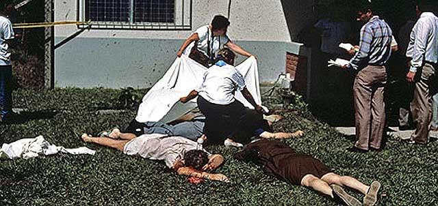 Imagen de los cuerpos de los jesuitas tras los asesinatos.   Wesley Booke.   Efe