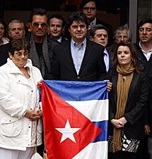 Disidente y miembros del PP en el minuto de silencio. | PP