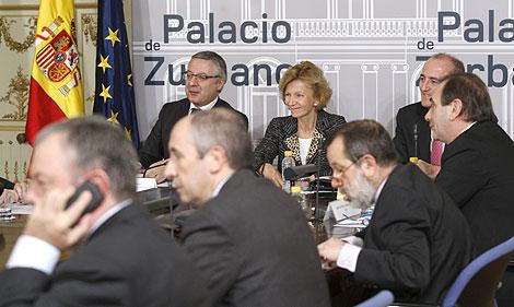 Reunión del Gobierno con los representantes de los partidos políticos.   Efe