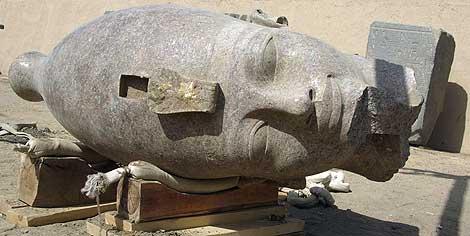 Cabeza de la estatua encontrada en Luxor. | Reuters