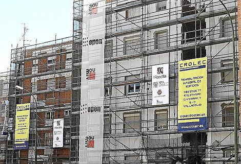 Edifico de pisos en obras.   J. M. Lostau