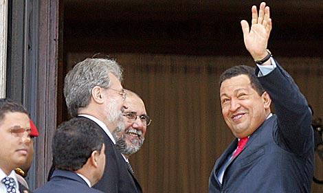 Hugo Chávez, hoy, en Uruguay, para la investidura de José Mújica como presidente. | Efe