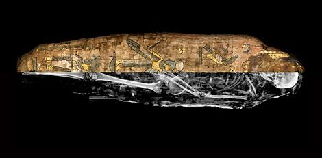 Fotografía de la momia y la reconstrucción con escáner. | Museo Egipcio de Barcelona