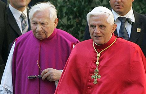 Georg Ratzinger (izda), junto a su hermano. | AP