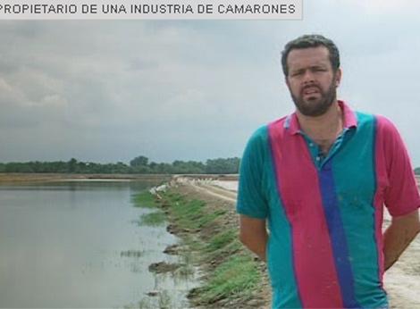El propietario de una industria de camarones muestra el acento de Guayaquil (Ecuador).