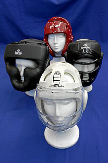 Cuatro cascos de kárate. | Bernabé Cordón