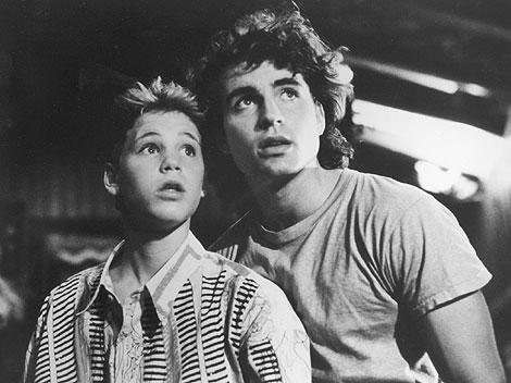 Corey Haim a la izquierda en la cinta 'Jóvenes Perdidos'. | AP