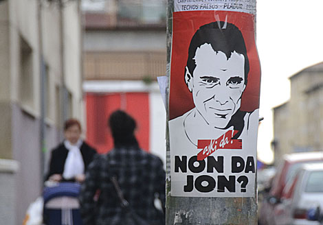 Cartel a favor de Jon Anza en las calles de Santurtzi. | Patxi Corrales