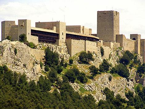 Vista general del parador y la fortaleza jiennense. | E.M.