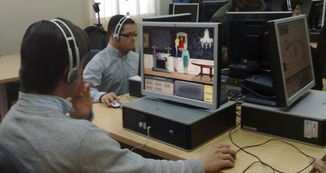 Los chicos con síndrome de Down prueban el videojuego.