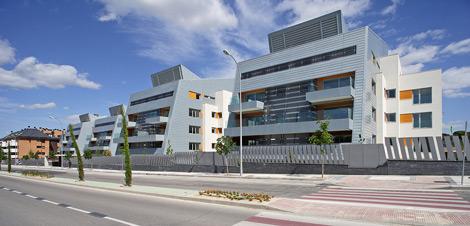 Complejo residencial diseñado por el Estudio de Rafael De la Hoz en Majadahonda.   Elmundo.es