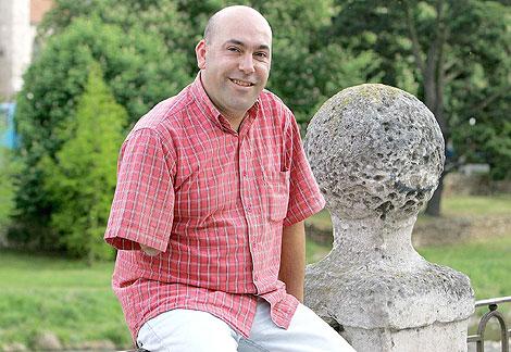 Agustín Murillo nació sin antebrazo; su madre había tomado talidomida en el embarazo. | ELMUNDO