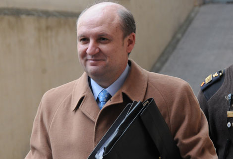 El ex conseller de Obras Públicas, Bartomeu Reus, a su llegada a los Juzgados.   Pep Vicens