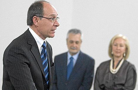El nuevo consejero de Medio Ambiente, José Juan Díaz Trillo, con Griñán y Coves. | Efe